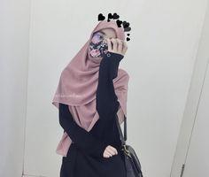 """ถูกใจ 3,430 คน, ความคิดเห็น 30 รายการ - Boo ✨ (@adibahnadirah) บน Instagram: """"// The little girl inside me knows why I hide under the mask // . Tudung bawal from @the.flavour…"""""""