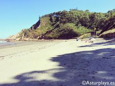 Munielles beach on a sunny lazy Sunday. Perfect place to spend the day in Asturias, #Spain