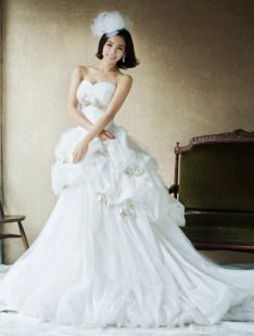 Heart Shape Bodice Lovely Ruffles Wedding Gown Korean Concept