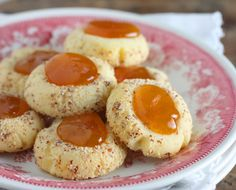 Fresh cloudberries have a tart taste. If you're in the mood for a sweeter taste, however, just bake them into a cookie and they'll be even more delicious.