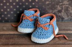 Boys Crochet Bootie PATTERN boots for baby boys por Inventorium