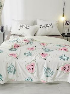 To find out about the Fruit & Plant Print Blanket at SHEIN, part of our latest Bedding Sets ready to shop online today! Bedroom Black, Dream Bedroom, Girls Bedroom, Bedroom Decor, Bedrooms, My New Room, My Room, Cute Bed Sheets, Deco Zen