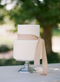 White Wedding Cakes - Sophisticated vineyard wedding inspiration shoot with an outdoor reception and muted, neutral color palette. Plain Wedding Cakes, Bow Wedding Cakes, Elegant Wedding Cakes, Elegant Cakes, Wedding Cake Designs, Wedding Desserts, Wedding Cupcakes, Bow Cakes, Lace Cakes