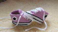 """Baskets pour bébé au crochet façon """"Converses"""" : Mode Bébé par fait-mimine"""