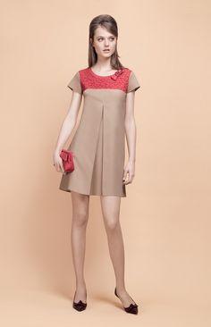 PAULE KA : Robe en popeline de coton stretch, like the lace yoke Lace Summer Dresses, Modest Dresses, Casual Dresses, Girls Dresses, Skirt Fashion, Fashion Dresses, Vintage Outfits, Vintage Fashion, Everyday Dresses