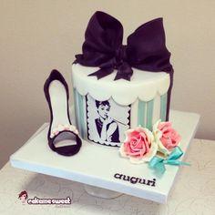 Fashion cake - Cake by Naike Lanza Girly Cakes, Fancy Cakes, Gorgeous Cakes, Amazing Cakes, Audrey Hepburn Cake, Fondant Cakes, Cupcake Cakes, Sweet 16, Shoe Cakes