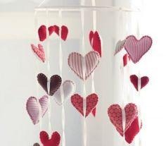 3 Colgante de corazones 300x264 10 manualidades fáciles para San Valentín