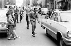 Skateboarding in den Straßen von New York in den 1960ern ~ Interweb3000