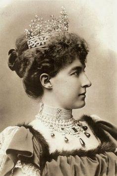 Princesse Hélène d'Orléans (1871-1951) fille de Philippe d'Orléans, comte de Paris et de la princesse Marie-Isabelle d'Orléans-Montpensier. Epouse du prince Emmanuel-Philibert, duc d'Aoste puis du colonel Otto Campini