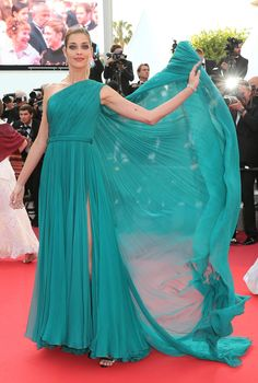 18 May Ana Beatriz Barros wore a dramatic teal-green Ralph & Russo gown. - HarpersBAZAAR.co.uk