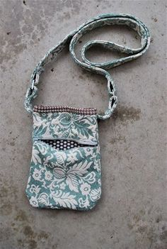 Just a Little Purse ~ A Tutorial | Sew Mama Sew | Outstanding sewing, quilting, and needlework tutorials since 2005.