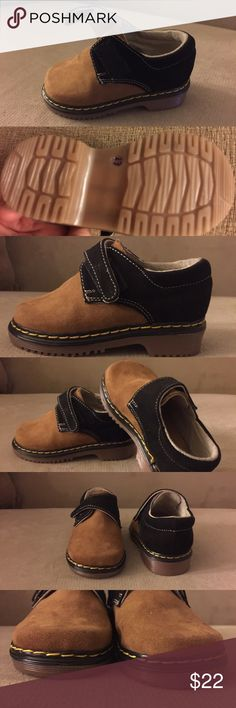 Swede material Toddler shoe size 13. Excellent condition adorable 👞👞👞👞toddler shoe. Brown and tan color. coco Shoes Sneakers