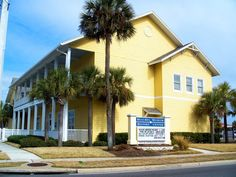 History buffs can learn about the development of the Atlantic Beach and neighboring Jacksonville beaches at the area's Beaches Museum and History Center. Jacksonville Beach Fl, Best Beach In Florida, Visit Florida, Florida Beaches, Florida Travel, Atlantic Beach, North Beach, Travel Channel, Beach Tops