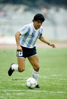 ¿Para dónde saldrá Maradona? Todo un enigma cuando tenía la pelota en su poder