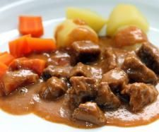 Gulasch – lecker und einfach Recipe goulash – tasty and easy by Kochfee Dithmarschen – Recipe in the category Main courses with meat Pork Recipes, Chicken Recipes, Snack Recipes, Goulash, Easy Casserole Recipes For Dinner Beef, Food Blogs, Food Inspiration, Easy Meals, Food And Drink