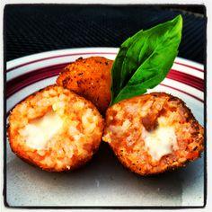 Arancini -- Italian Rice Balls Italian Rice, Arancini, Rice Balls, Finger Foods, Italian Recipes, Yummy Treats, Food Ideas, Appetizers, Pasta