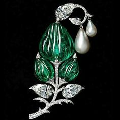 Viren Bhagat Colombian emerald, diamond and natural pearl brooch featuring a Mughal carved old-mine Colombian emerald bead. The inspiration stems from the 'Jigha' turban ornaments worn by Indian royalty. Mughal Jewelry, Emerald Jewelry, High Jewelry, Luxury Jewelry, Jewelry Art, Antique Jewelry, Silver Jewelry, Vintage Jewelry, Jewellery