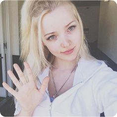 ImageFind images and videos about dove cameron on We Heart It - the app to get lost in what you love. Dove And Thomas, Dove Cameron Style, Hairspray Live, Ben Stiller, Chloe, Dark Hair, Pretty People, Arrow Necklace, Actresses