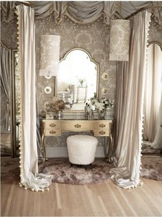 Vintage/Old Hollywood Glam inspired bridal dressing room for Daughters of Simone HQ. Designed by ParcelHouse Design. Old Hollywood Vanity, Old Hollywood Decor, Hollywood Glamour Bedroom, Vintage Room, Bedroom Vintage, Vintage Dressing Rooms, Dressing Table Vanity, Dressing Tables, Glam House