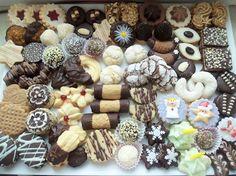 dorty,cukroví a jine sladkosti | Cukroví Christmas Treats, Stuffed Mushrooms, Vegetables, Food, Cookies, Crates, Shortbread Cake, Petit Fours, Italian Pastries