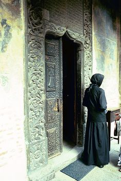 Catholic Priest, Catholic Art, Religion, Christian Pictures, Bride Of Christ, The Cloisters, Orthodox Christianity, Old Doors, People Around The World
