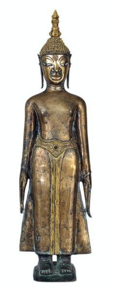 BUDDHA LAOS, CA 16° SIÈCLE Bronze Belle représentation classique du bouddha debout, les bras et mains pendants le long du corps. Le traitement du visage est caractéristique du style laotien. Les yeux sont traditionnellement incrustés. On notera la belle qualité de l'alliage qui a pris une superbe patine, et des restes de dorure. H. 87 cm