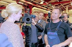 Ricco Kirkeby fik uventet besøg af statsministeren ved sin arbejdsplads mens kameraerne snurrede.