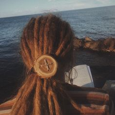 Dreadlock and hair accessories at its best! This giant hair button is handmade, as always - out of wood from the Hungarian pear- and/or acacia-tree. Its perfect being a dread accessory or hair headband! You can easily bind your dreads together, or use it a s a finishing touch to your