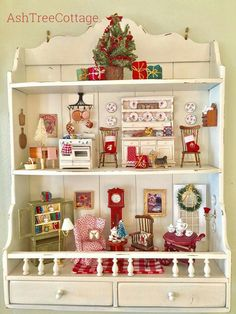 Feature Friday: a boho tribal kindergarten lookFeature Friday: a boho tribal kindergarten lookAsh Tree Cottage: Have a Merry Mini Christmas - Ash Christmas Cottage Merry .Ash Tree Cottage: Have a Merry Mini Christmas - Ash Miniature Rooms, Miniature Crafts, Miniature Christmas, Christmas Crafts, Christmas Decorations, Miniature Houses, Christmas Christmas, Doll Furniture, Dollhouse Furniture