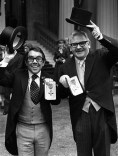 The Two Ronnies, Ronnie Corbett, Ronnie Barker, Tv Icon, Comedy Duos, Funeral Memorial, Old Tv Shows, British History, Queen Elizabeth Ii