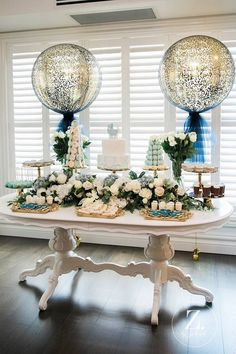 Baby Shower Centerpieces – Standout With Creative Baby Shower Decorations Deco Baby Shower, Gold Baby Showers, Baby Shower Winter, Baby Winter, Baby Shower Parties, Bridal Shower, Baby Shower Balloon Ideas, Fall Baby, Prince Baby Showers