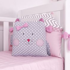 Grão de Gente Baby Bedding Sets, Baby Pillows, Kids Pillows, Quilt Baby, Diy Baby Gifts, Baby Crafts, Sewing Toys, Baby Sewing, Christmas Decorations Sewing