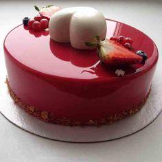 Você viu os bolos da confeiteira russa Olga Noskovaa nas redes sociais? Eles estão fazendo o maior sucesso pela aparência inusitada. A cobertura do bolo é tão lisinha e perfeita que chamou a atenção do