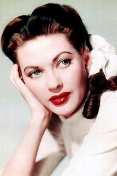 Yvonne de Carlo. Lily Munster. Beautiful.