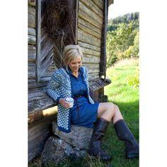Norwegian sweater with denim shirtdress Denim Shirt Dress, T Shirt And Jeans, Petite Fashion, Curvy Fashion, Wellies Rain Boots, Fair Isle Knitting, Knit Crochet, Crochet Books, Sweater Shop