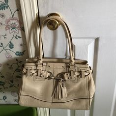Coach Purse Cream Coach Purse. Good condition. Paid $220. Asking $110 Coach Bags Mini Bags