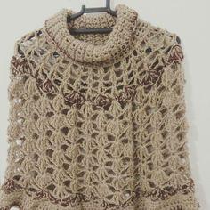 Poncho feito em crochê by Vovó Coruja Crochê.