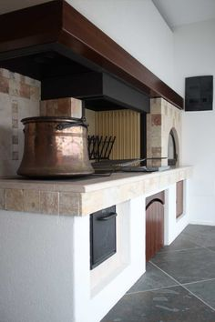 Caminetto rustico per taverna con forno pane e pizza   fireplace in ...