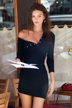 Emily Ratajkowski in Black Mini Dress - Out in New York Mode Outfits, Sexy Outfits, Sexy Dresses, Dress Outfits, Fashion Outfits, Prom Dresses, Brunette Girls, Emily Ratajkowski Style, Cooler Look