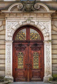 Арочная дверь в стиле ампир