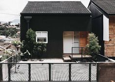Simple House Exterior Design, Minimalist House Design, Minimalist Architecture, Minimalist Home, Industrial Home Design, Industrial House, Japan Modern House, Japan Small House, Small Japanese House
