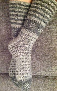 Knitting Socks, Hand Knitting, Knitting Patterns, Knit Socks, Tunisian Crochet, Knit Crochet, Woolen Socks, Crochet Socks Pattern, Yarn Crafts