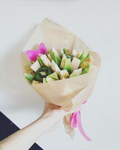 . . . . . . #tallinnfood #estonianfood #madeinestonia #kimp #kimbud #toit #kunst #kingitus #gurmeekimbud #organicfood #foodporn #othosesexybouquets #florista #bouquets #foodbouquets #bukett #buketid #floraldesign #floralart #foodart #juustukuningad #juustud #juustukimp