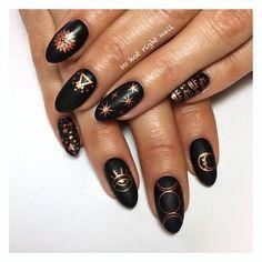 60 Elegant Black Stiletto Nail Design Ideas For Winter Holidays - Howlives Hippie Nails, Hippie Nail Art, Witchy Nails, Sun Nails, Black Stiletto Nails, Black Gold Nails, Gold Nail Art, Black Nail Art, Uñas Fashion
