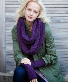 Free knitting pattern - Infinity Trinity Cowl and Wristers by Sandy Harris in Stitch Nation Alpaca Love (discontinued) Knit Cowl, Knitted Shawls, Crochet Scarves, Crochet Yarn, Lace Shawls, Knitting Scarves, Crochet Geek, Beginner Crochet, Hand Crochet