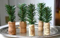 Segnaposto natalizi: le idee fai da te per la tavola - Vuoi conoscere le idee più belle di segnaposto natalizi fai da te? Ti proponiamo soluzioni originali e facili da realizzare, utilizzando il feltro, la carta oppure l'uncinetto.