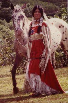 Muchacha y su caballo