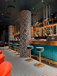 Rome is not only a city of home-style trattorias and restaurants, but also chic and luxurious places, such as the Liòn Restaurant. Bar Interior Design, Commercial Interior Design, Cafe Design, Interior Decorating, Design Design, Graphic Design, Design Bar Restaurant, Deco Restaurant, Luxury Restaurant