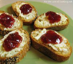Brie and cranberry chutney crostini
