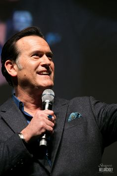 Stardust & Melancholy : Photo of Bruce Campbell at Oz Comic Con Jun-15